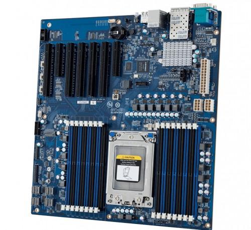 Bild: Gigabyte MZ30-AR0: Erstes Mainboard für AMD-Epyc-CPUs