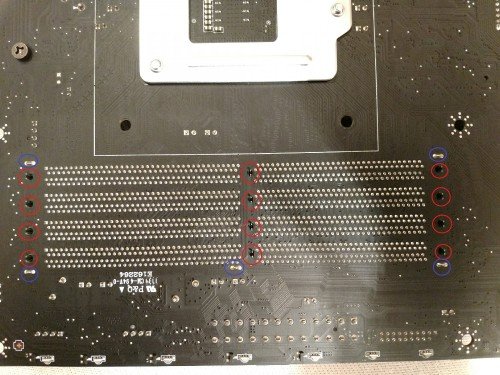 100.-MSI-Z370-Gaming-Pro-Carbon-AC-Ruckseite-nicht-verlotete-Halterung-der-Speicherbanke.jpg
