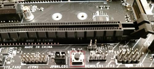 107.-MSI-Z370-Gaming-Pro-Carbon-AC-DEMO-LED-Knopf.jpg