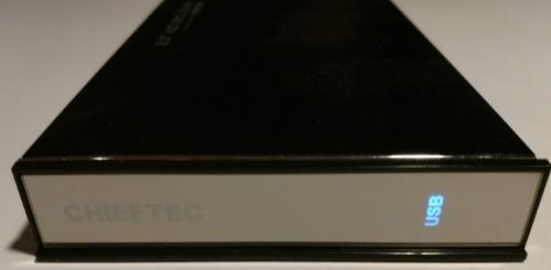 42.-Chieftec-CEB-7025S-blaue-USB-Betreiebs-LED.jpg