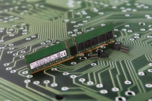 1811_SK_hynix_1Ynm_DDR5_DRAM.jpg