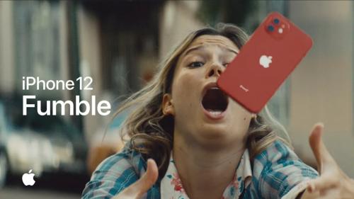 Apple: Neuer iPhone-12-Werbespot mit nichtssagendem Sturztest